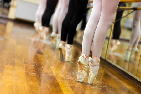 pointe: Ballerinas in pointe position
