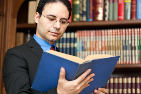 director de escuela: Abogado de �xito la lectura de un libro