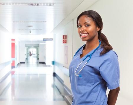 Retrato de una sonriente enfermera