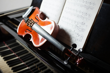 chambers: Classical music concept: violin and score on a piano Stock Photo