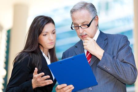 gestion empresarial: La gente de negocios en discusiones