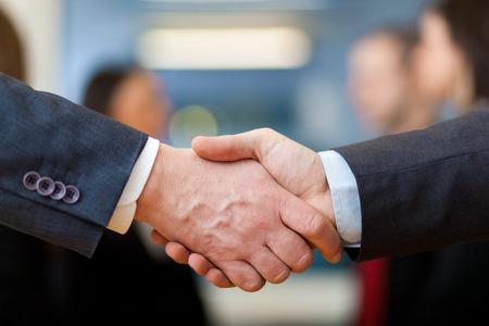 manos unidas: Negocios apret�n de manos