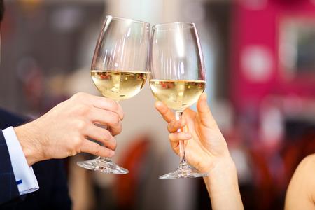 カップル乾杯ワイン グラス 写真素材