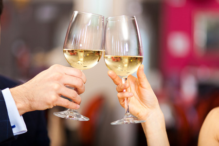 first date: Couple toasting wine glasses