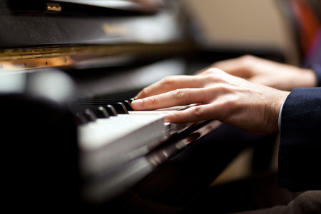Close up of a musician playing a piano keyboard Foto de archivo