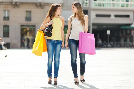friends shopping: Portrait of two friends shopping together