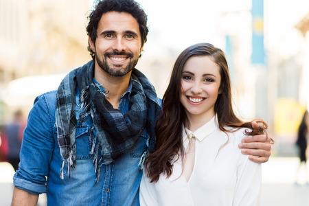 parejas felices: Pareja feliz Foto de archivo
