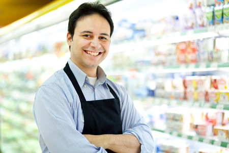 supermercado: Retrato de un comerciante en su tienda