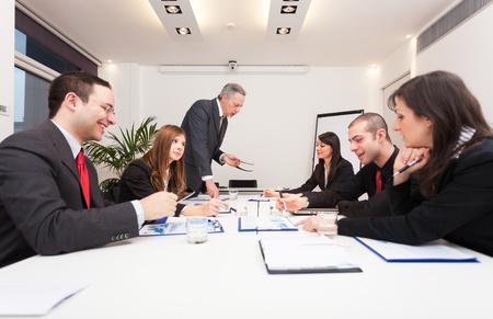 contabilidad: Grupo de hombres de negocios en el trabajo