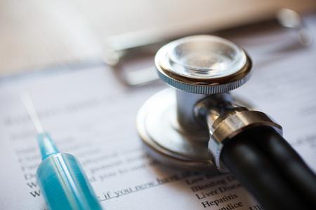 historia clinica: Estetoscopio en un informe m�dico