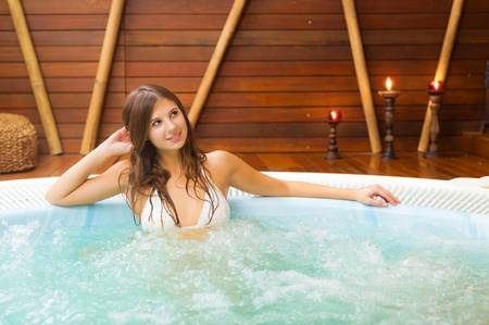 woman relax: Beautiful woman relaxing in a spa