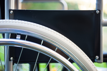 paraplegic: Detalle de una silla de ruedas