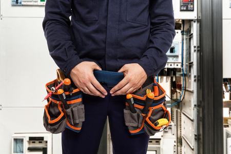 Detail van een elektricien aan het werk Stockfoto