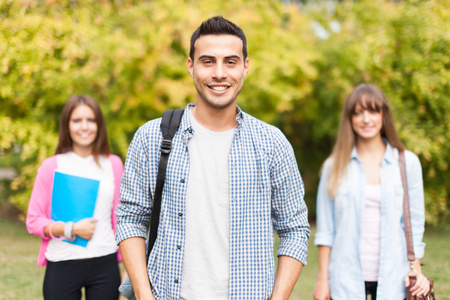 estudiantes: Retrato de estudiantes sonrientes