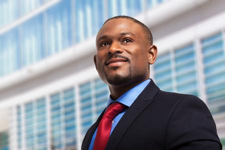 Porträt eines Unternehmers vor seinem Büro Lizenzfreie Bilder