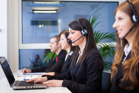 Le persone al lavoro nel loro ufficio