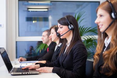 Menschen bei der Arbeit in ihrem Büro