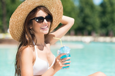 tanned girl: Portrait of a beautiful woman enjoying the summer