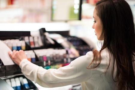 beauty shop: Portrait of a woman shopping in a beauty shop