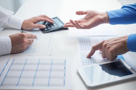 Business mensen aan het werk in hun kantoor Stockfoto