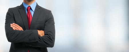 Unpersönliche Porträt eines Unternehmers mit vielen Exemplar