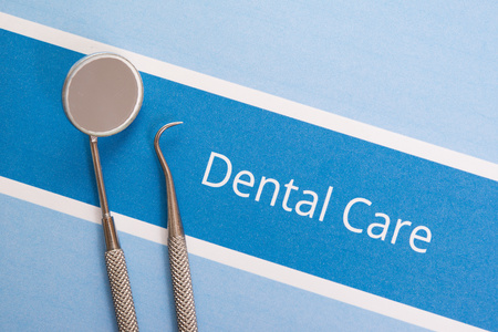tooth decay: Dental tools, dentist and dental care concept