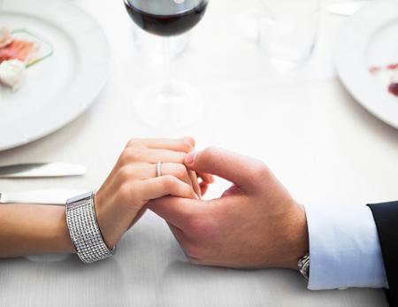 Cena romántica en un restaurante italiano Foto de archivo - 55331203