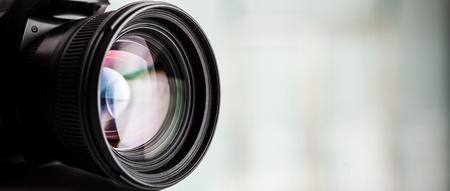 Close-up van een digitale camera. grote copyspace