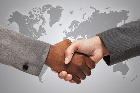 Handshake between white and black business people 版權商用圖片