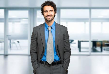 visage homme: Handsome gestionnaire mâle portrait