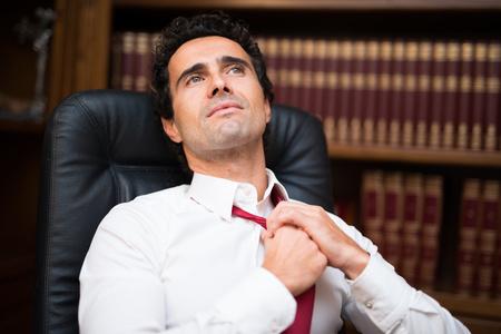 jornada de trabajo: Businessman loosing his necktie after an hard working day