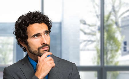 uomo felice: Portrait of a thoughtful handsome businessman