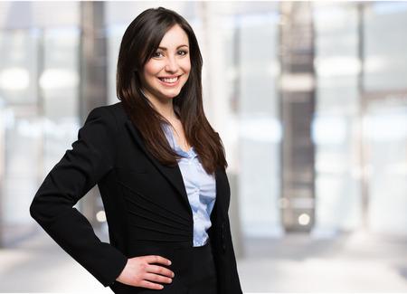 Retrato de una hermosa empresaria sonriente  Foto de archivo - 57285909