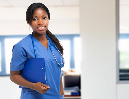 mujeres negras: Retrato de una enfermera en el hospital negro