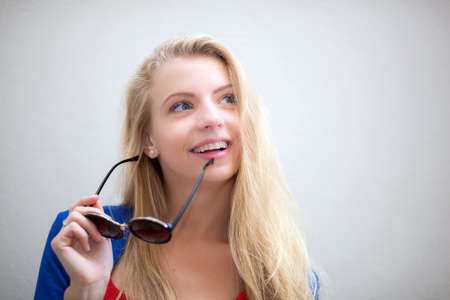 Portrait of smiling caucasian businesswoman holding glasses 免版税图像 - 154905671