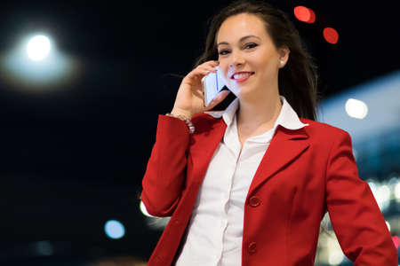 Portrait of a young woman talking on the phone 免版税图像 - 154905984