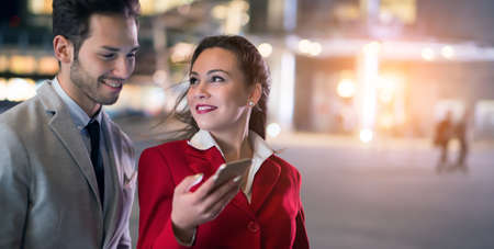 Business people using a mobile phone together 免版税图像 - 154906038