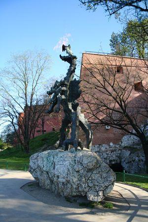 Le dragon du ch�teau de Wawel respirant avec le feu. La Pologne. Cracovie