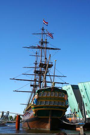 Old Time navire au port  Banque d'images
