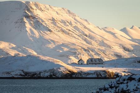 veny: Photo of the mountains next to Reykjavik, Iceland