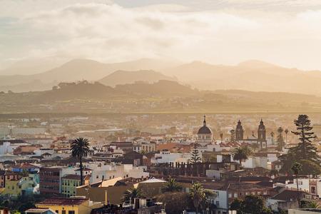 San Cristóbal de la Laguna durante la puesta de sol, Tenerife, España. Foto de archivo