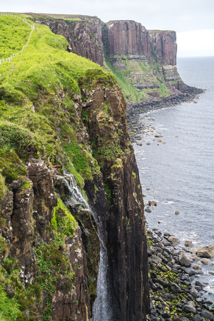 Kilt Rock Waterfall, Scotland, UK 版權商用圖片