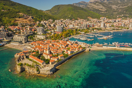 Budva is a town in Montenegro on the Adriatic Sea. Part of the Budva Riviera, it's known for sandy beaches and nightlife. Stone walls built by the Venetians surround the narrow streets of the medieval old town (Stari Grad). 写真素材