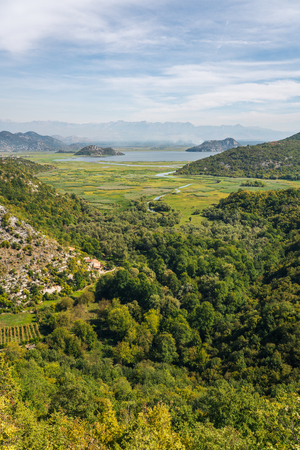 Lake Skadar — also called Lake Scutari, Lake ShkodÃ«r and Lake Shkodra — lies on the border of Albania and Montenegro, and is the largest lake in Southern Europe. It is named after the city of ShkodÃ«r in northern Albania. It is a karst lake. 版權商用圖片
