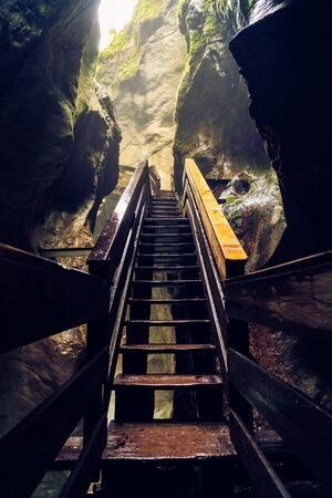 Stairs in the Seisenbergklamm gorge. Natural wonder including huge caverns, deep gorge with rapids and wood walkways. Banque d'images