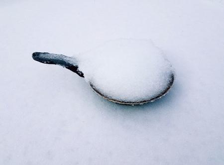 frying pan in snow Stok Fotoğraf