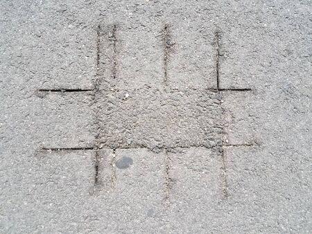 cut marks on asphalt Imagens - 79246683