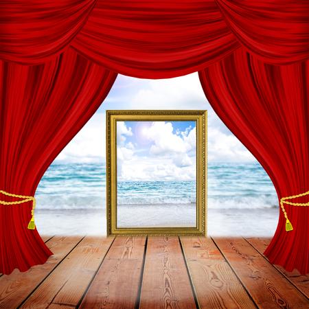 theater podium met rode gordijnen en schijnwerpers theatrale scne in het licht van de schijnwerpers het interieur van de oude theaterview van de zee en
