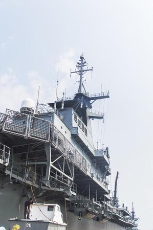 Rayong, Thailand-26 April 2017: HTMS Chakri Naruebet das Flaggschiff der Royal Thai Navy und Thailands erster und einziger Flugzeugträger.