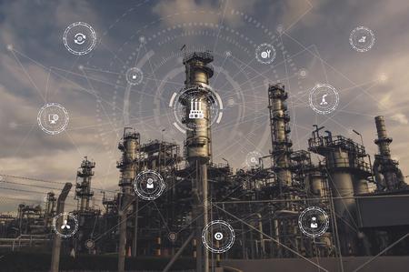 Strumenti industriali in fabbrica con icone di sistema cyber e fisico, rete Internet delle cose, soluzione di fabbrica intelligente. Immagine del concetto di industria 4.0.